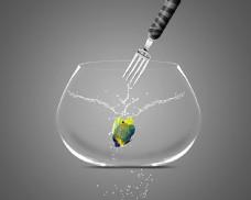 叉子与鱼缸里鱼