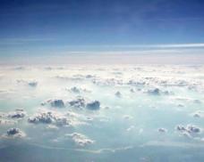 蓝天白云渐变背景图片