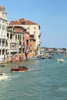 蓝天下的威尼斯