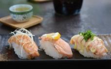 三文鱼三食图片