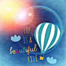 阳光照耀的热气球