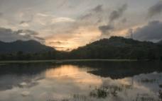 山野晨曦图片