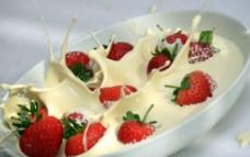 牛奶草莓图片