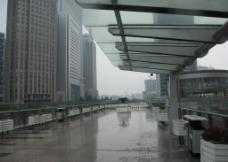 钢化玻璃雨棚   人行天桥雨棚图片