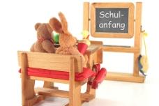 课桌上的娃娃