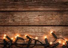 木纹背景与灯泡