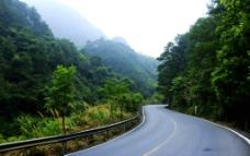 蜿蜒的公路图片