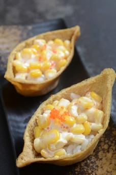 腐皮寿司 玉米沙拉图片