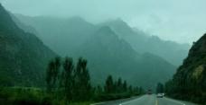 雨后的山道图片