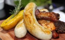 烤香肠拼肉排图片