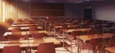 红色课桌教室背景