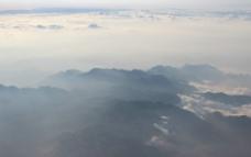 云雾山峦图片