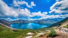 蓝天白云湖水高清图