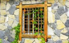 石墙窗口藤蔓图片