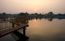 公园晨光图片