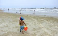 北海银滩的小朋友图片