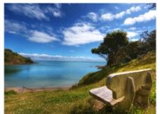 蓝天白云湖泊背景图片