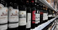 超市红酒(葡萄酒)货架图片