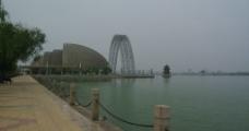 湖边倩影图片
