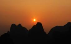 山边落日图片