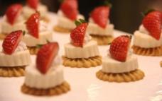 草莓甜点图片