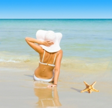 海边度假美女图片