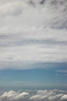 蓝天云海鸟瞰图图片