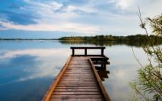 宁静的湖泊图片