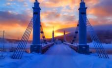 黄昏夕阳大桥雪景