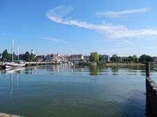湖边的美丽小镇