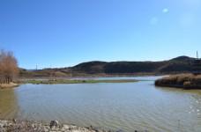云南湖水远山图片