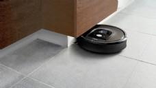 黑色小巧创意的扫地机器人jpg