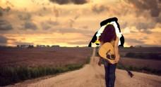拿吉它站姿背影女人图片